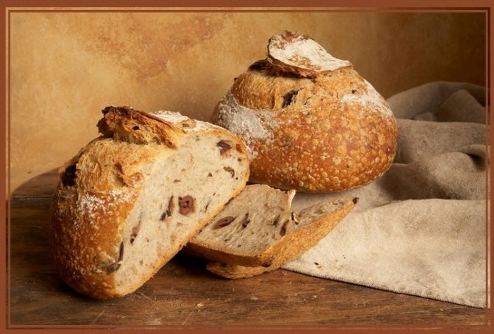 Kalamata Olive Bread | La Farm